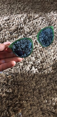 Urban outfitters - sunglasss Vancouver, V6C 0C1