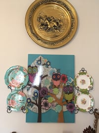 Antique plates and beautiful decorations