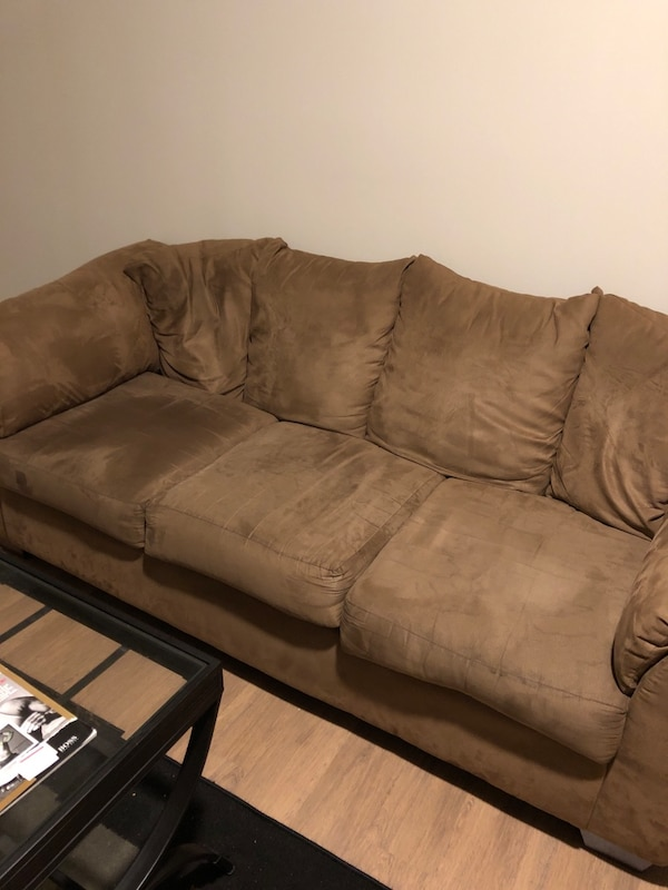 Couch 2b20045c-4701-4e61-a5d8-c48c18ccf2f0