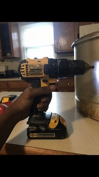 black and yellow DeWalt cordless drill Alexandria, 22304
