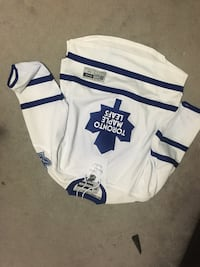 white and blue Toronto Maple Leafs jersey shirt