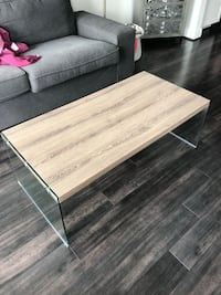 Tempered glass coffee table. Lightly used and in great condition. Sleek design and matches with anything. Pick up required   Rockville, 20850