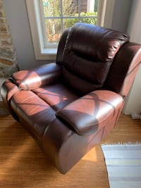 Brown Leather recliner! Gaithersburg, 20882