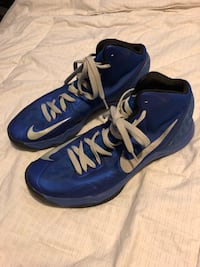 pair of blue-and-white Nike basketball shoes Calgary, T3G 4C3
