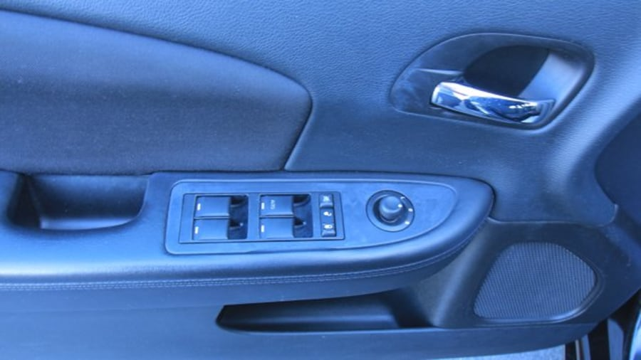 2014 Chrysler 200 Touring / ACCIDENT FREE / HEATED SEATS / REMOTE ST d8f2b56b-fc61-4a98-af15-6161d6987e90