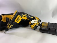 Drill Dewalt XR brushless 20v a Gyps + 1 batterie 4 amp + chargeur  Longueuil, J4K 3P1