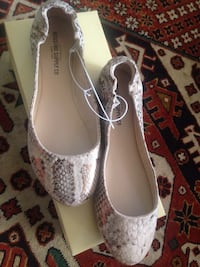 Brand new flat shoes Los Angeles, 91303