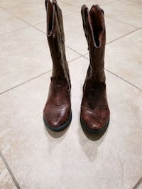 Cowboy/cowgirl boots sizE 2