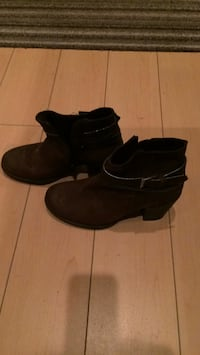 Beautiful ankle suede boots. Brand new! Size 6 Burnaby, V3N 2N2