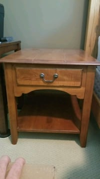 Ethan Allen end table with drawer. (solid wood)  Arlington, 22213
