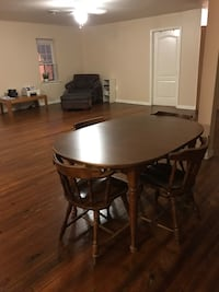 Heavy solid wood table and chairs, 3 extra leaves Harpers Ferry, 25425