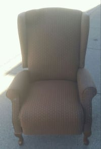 Another wonderful recliner. Calgary, T2Y