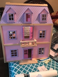 pink and purple doll house Tomball, 77377