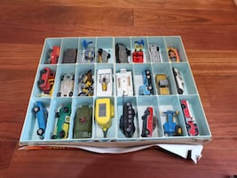 Hot Wheels 24 Car Collectors Case with Vintage Cars