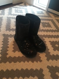 Sparkly black UGG boots Red Deer, T4P 0P6