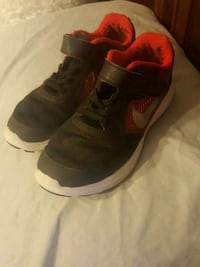 pair of black-and-red Nike sneakers 56 km