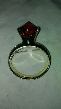"2"" red ruby ring brooch Mint condition East Los Angeles"