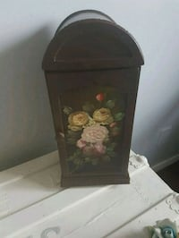 Gorgeous  antique  dresser  top  cupboard  Whitby, L1N 8X2