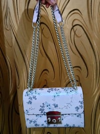 puti at itim na floral leather handbag Cebu City, 6000