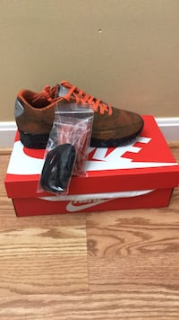 size 7 air max 90 mars landing brand new