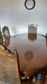Dining table and 6 chairs . St. Catharines, L2S 3A8