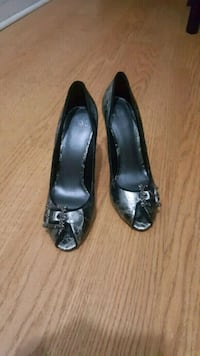 pair of black  peep-toe heels size 8