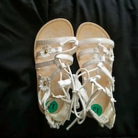 Girls size 12 white sandals  Temple Hills, 20748