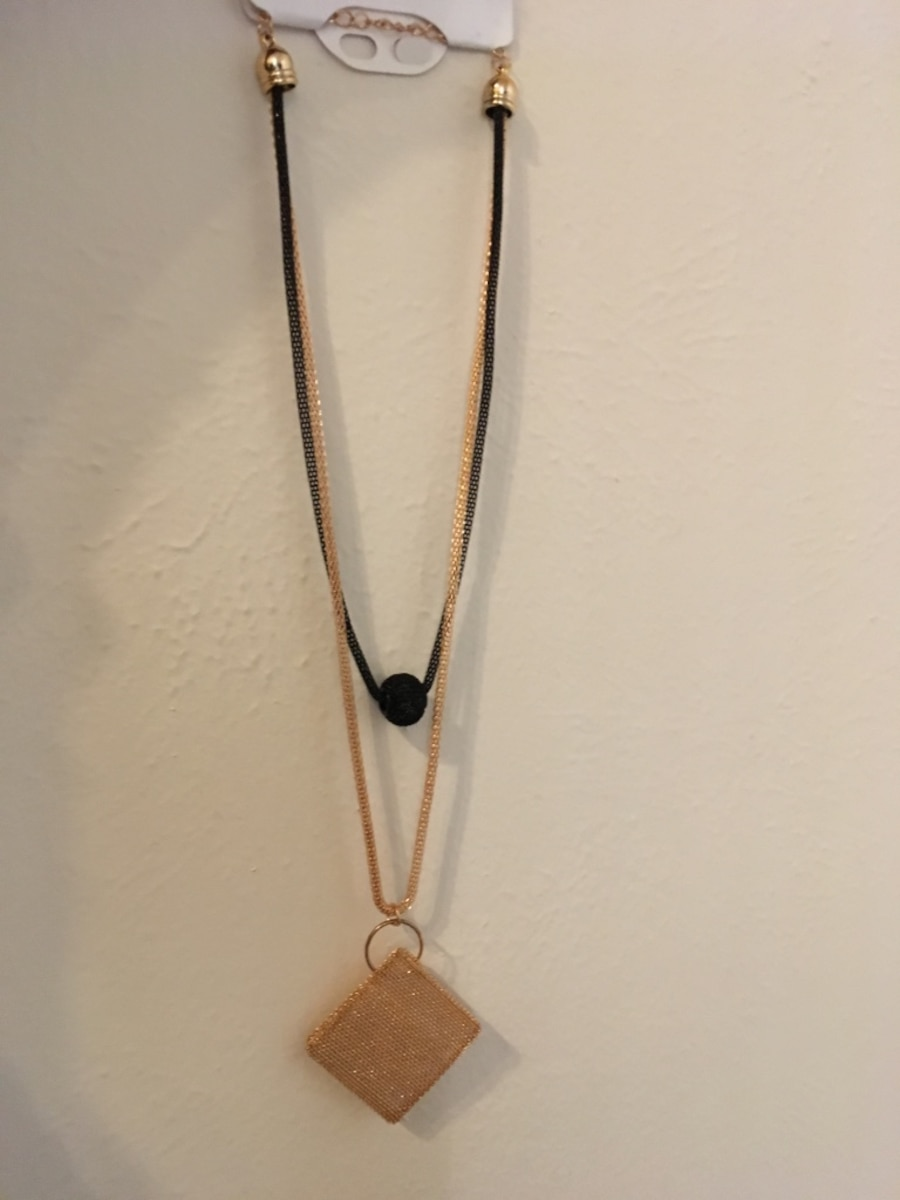 Gold necklace with gold pendant - United States
