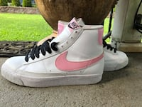 White and pink Nike's size 4.5 Brentwood, 11717