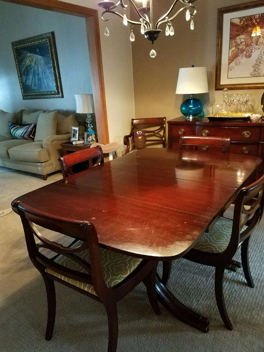 Drexel Travis Court Dining Table