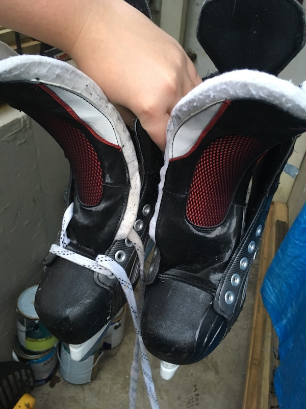 Size 7.5 Bauer Ice Hockey Skates