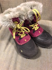 Pair of black-and-purple the north face duck boots Gustine