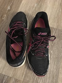 ASICS black and pink, gently used. Size 10 adult 802 mi