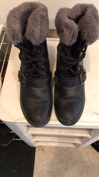 Pair of black leather boots. Laval, H7K 3X3