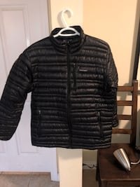 black zip-up bubble jacket New Westminster, V3L 4M1