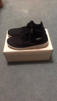 pair of black low-top sneakers with box Toronto, M9L 2H2