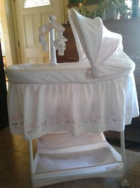 Simmons baby girl bassinet  Norco, 92860