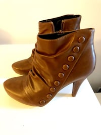 New brown faux leather boots size 8 Toronto, M9W 0E3
