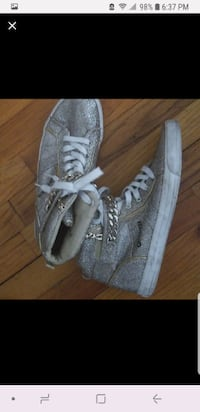 pair of gray low top sneakers BROOKLYN