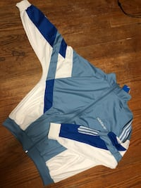 Addidas sweater Winnipeg, R3E 1T2