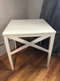 White table/nightstand Montréal, H1S 2R3