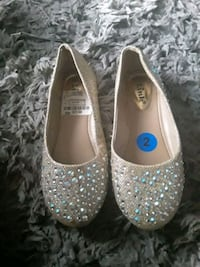 Size 2 girls gold studded flats Suitland-Silver Hill, 20746