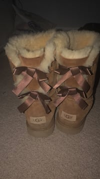 ugg bows Burlington, L7R 2M7