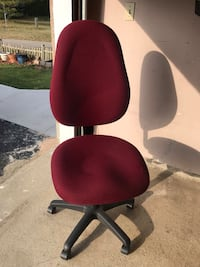 Office Chair in Great condition.  If you interested please let me knew. 538 km