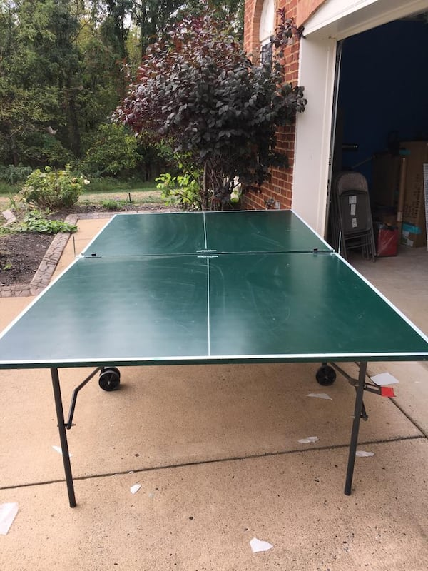 Ping pong table with Net Paddles and balls 94d893d2-2185-472c-8f73-715bb674e84e
