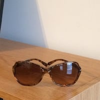 Like new authentic Tory Burch sunglasses