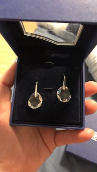 Pair of silver-colored earrings Laval, H7L 0G9