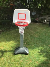 Adjustable basketball hoop - ages 1 to 3  Toronto, M4N 2E3
