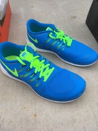 Men's Nike free 5.0 Blue-and-green nike running shoes