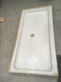 Shower base 29.5 x 60 use in good condition Montréal, H8Z 1Y5